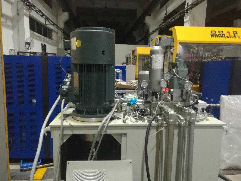 广州晶品压塑制盖机液压系统:液压站油泵外置结构